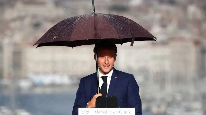 VIDEO – Marseille : une forte pluie interrompt le discours d'Emmanuel Macron et l'annonce de son plan