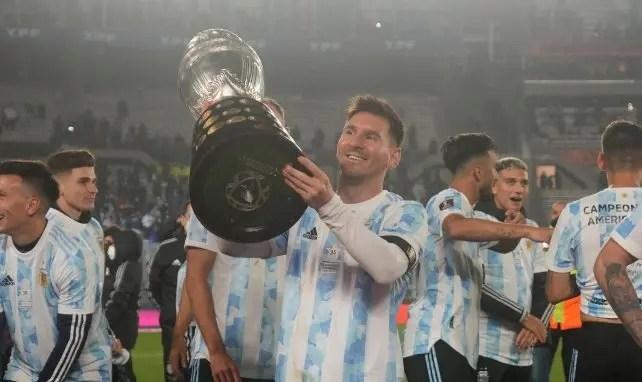 Un triplé, le record de Pelé battu, ses larmes devant tout un stade : la soirée inoubliable de Lionel Messi