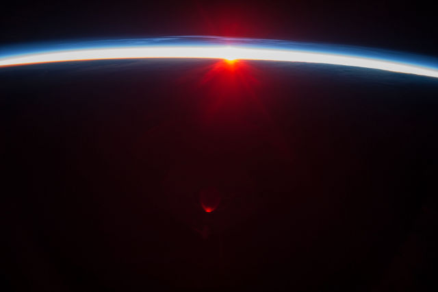 amazing_photos_of_earth_taken_from_outer_space_640_12