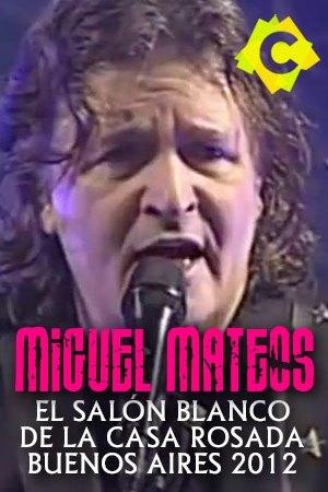 Miguel Mateos - El Salón Blanco. miguel mateo en primer plano cantando con un microfono negro