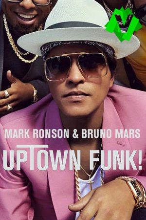 Primer plano de Bruno Mars con gafas de sol, sombrero y chaqueta rosa.