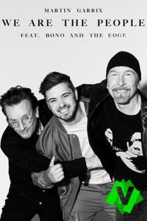 martin garrix y los componentes de U2, Bono y The edge abrazados y sonrientes