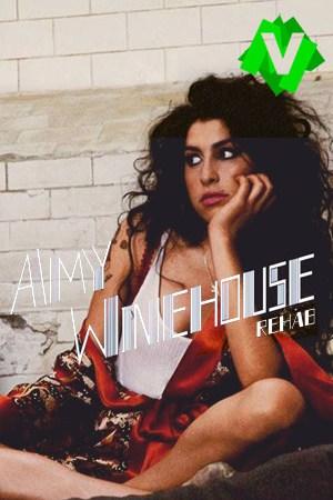 Amy winehouse sentada y apoyada en una pared de ladrillos blanca