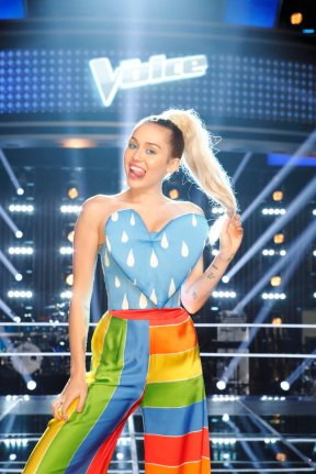 """THE VOICE -- """"Knockout Reality"""" -- Pictured: Miley Cyrus -- (Photo by: Trae Patton/NBC)"""