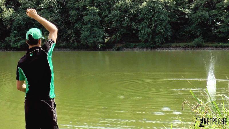pêche à l'anglaise au flotteur coulissant amorcage main