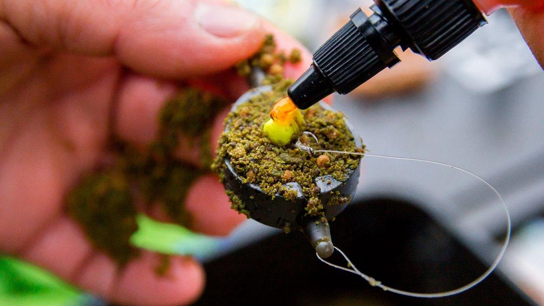 pêche au method feeder avec montage au cheveu appat au sommet