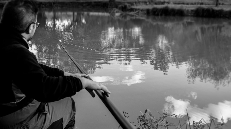 pêche avec un flotteur pour la carpe à la pâte