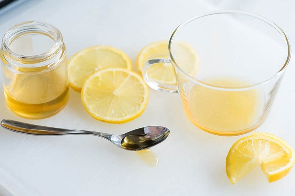 Masque au miel et comédon ouvert