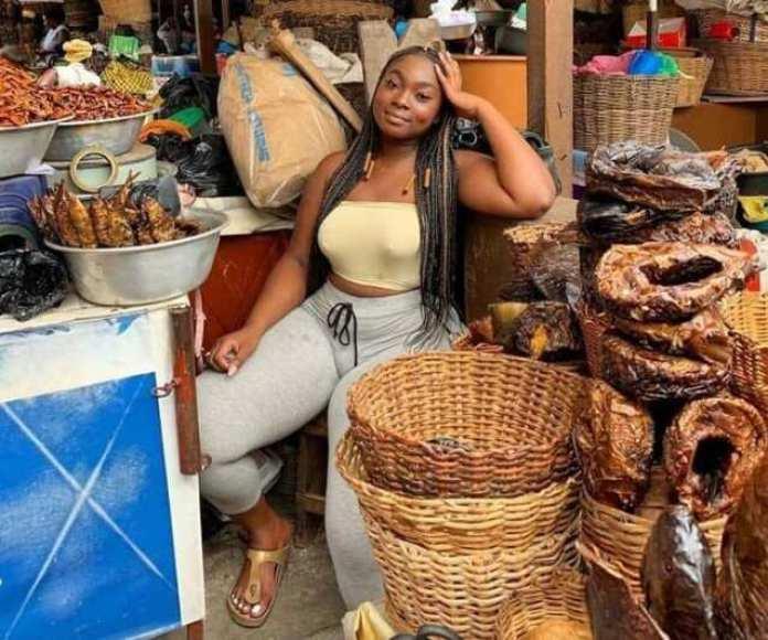 Nigeria: Une vendeuse de poissons affole la toile (photos)