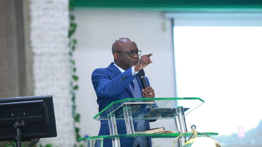 Tunde Bakare: Video of Prominent Nigerian Pastor Reading Quran Emerges