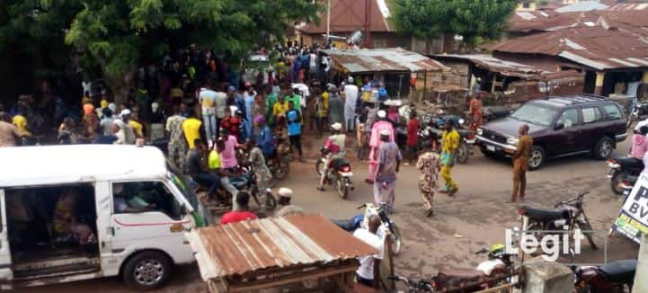 Residents of Ikire community in Irewole Local Government area of Osun have appealed to the state government to intervene in the 37-year-old kingship tussle in the town. Some of the residents, who spoke with the News Agency of Nigeria in Ikire on Tuesday, said that the tension, which the tussle was creating in the town, […]