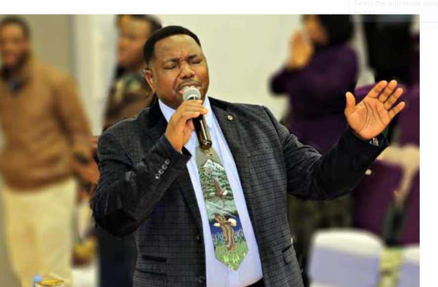 , Pastor steps down after confessing sleeping with his married daughter