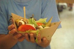 ירקות טחינה וכדורים בסירה שילדים אוהבים