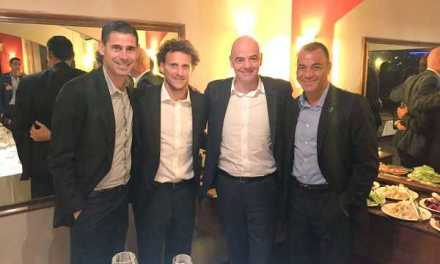 El Presidente de FIFA, Gianni Infantino cenó junto a Diego Forlán