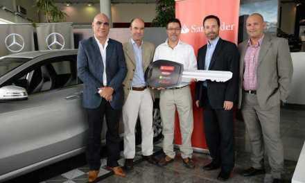 Santander premió la fidelidad de sus clientes regalando un Mercedes-Benz