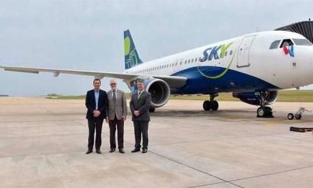 El aeropuerto de Carrasco dio la bienvenida oficial a la aerolínea Sky Airline