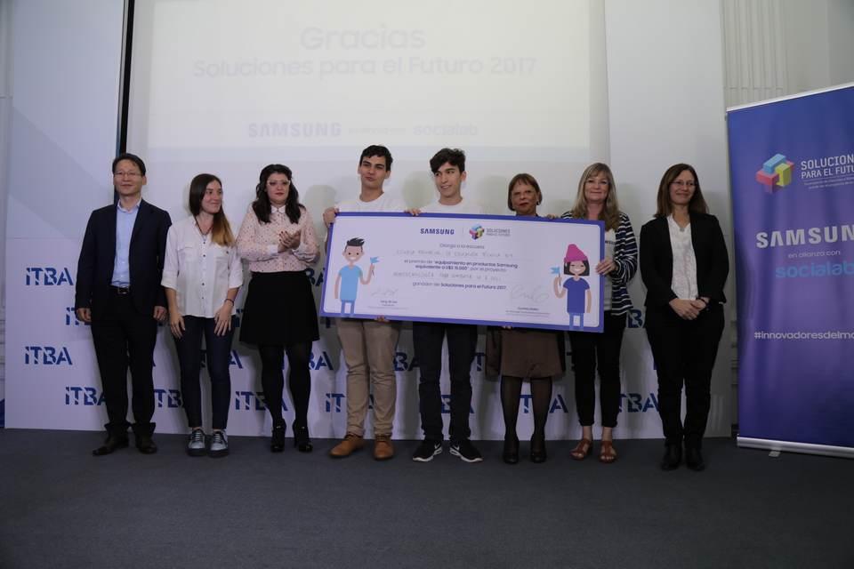 """Estudiantes argentinos ganaron el concurso de innovación de Samsung """"Soluciones para el Futuro"""""""