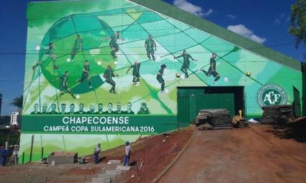 Mural en el estadio Arena Condá rinde homenaje a Chapecoense