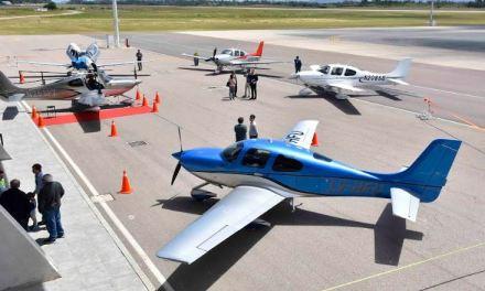 Aeropuerto de Punta del Este albergó la exhibición de aviones privados de alta gama