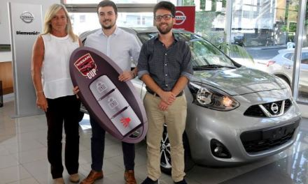 "Ganador de la penca ""Nissan Cup"" recibió un Nissan March Advance 0km"