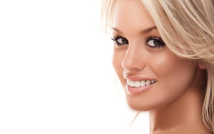 Schöne Weiße Zähne durch Ultraschall