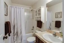 8 Amazing Kids-Friendly Bathroom Design Ideas-Modern Bathroom