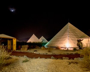 Sauerland-Pyramiden im Licht des Vollmondes