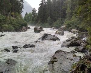 Schäumender Gebirgsfluss