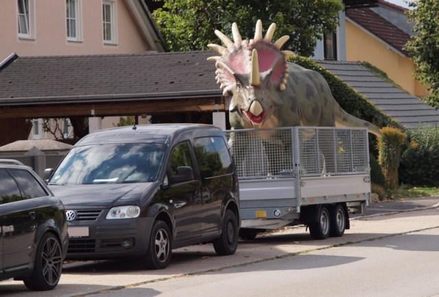 Dinosaurier auf dem Anhänger