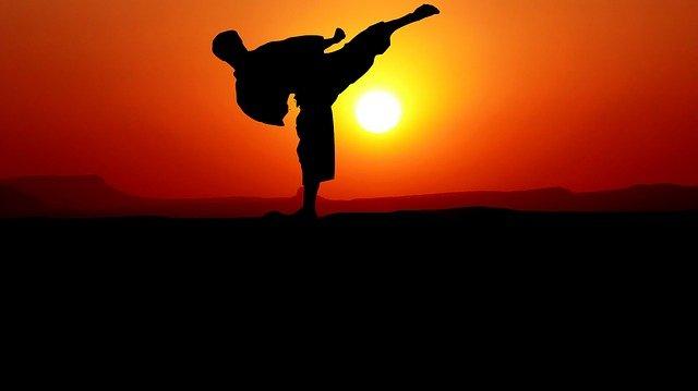 Karate im Sonnenuntergang