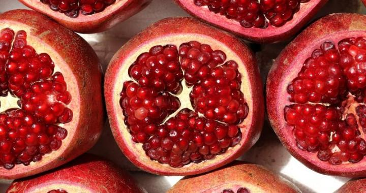 Berries and pomegranate might help fight inflammatory bowel disease, shows study