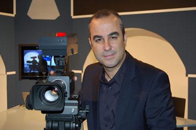 Luis Mariano Fernández ist ein bekannter spanischer TV-Moderator und Videoblogger. Er unterstützt als Autor NEUE DEBATTE.