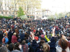 Beitragsbild - Nuit Debout - Bürgerbewegung - Neue Debatte - 08072016 - Maxime Lathuilière - CC-BY-SA-4.0 - Wikimedia Commons