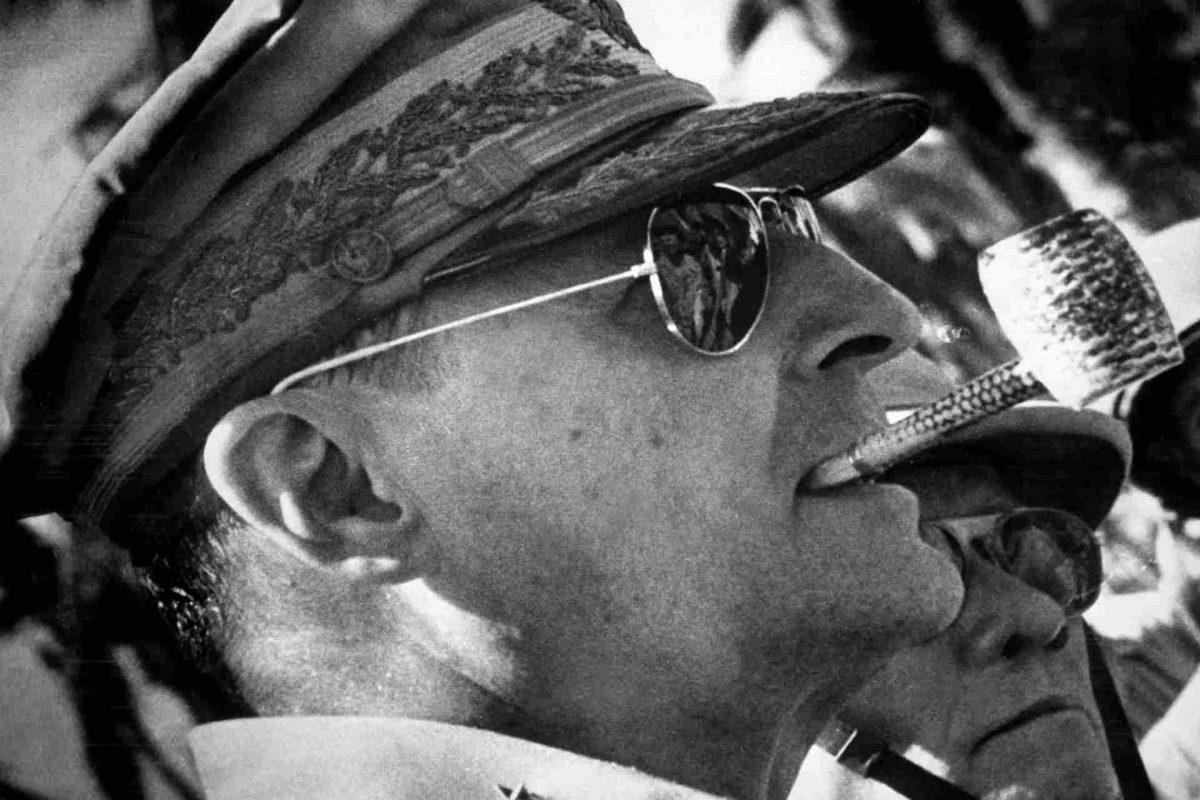 US-General Douglas MacArthur drohte 1950 im Koreakrieg mit dem Einsatz von Atombomben gegen China. (Foto: Wikipedia - Gemeinfrei.)