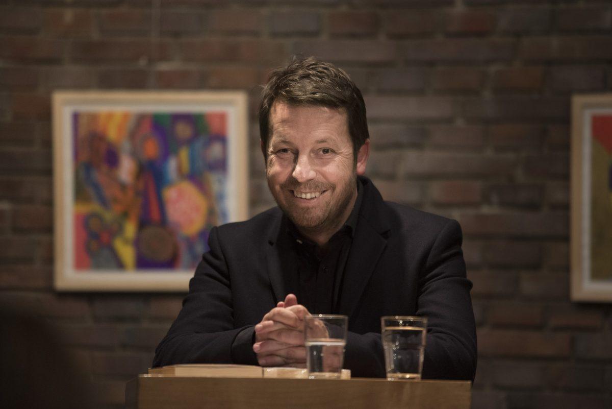 Der Schweizer Unternehmer Daniel Häni setzt sich für ein Bedingungsloses Grundeinkommen ein.