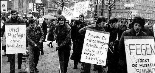 Lehrlingsdemonstration Hamburg 1968 - Foto von Hennercrusius - Eigenes Werk - CC BY 3.0