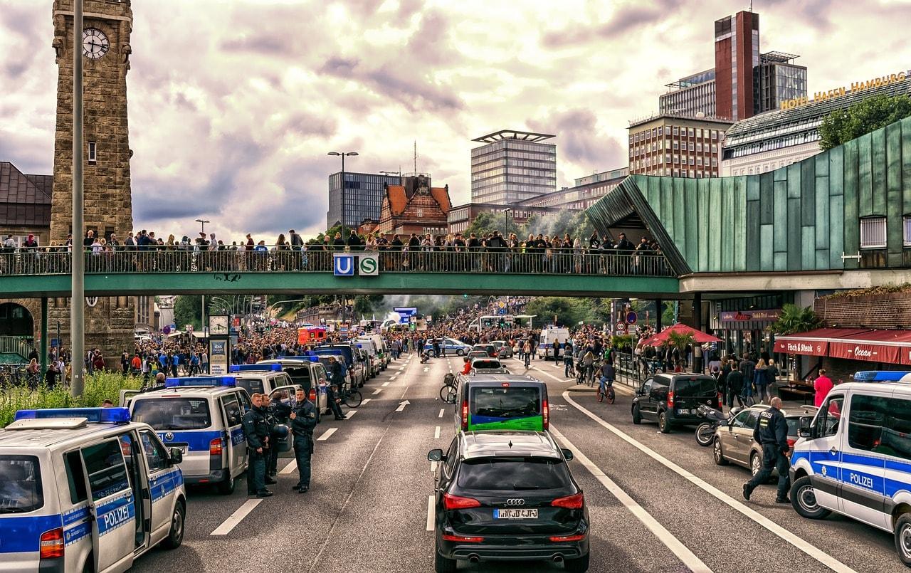 Demo gegen G20 in Hamburg vonTama66- pixabay.com - Creative Commons CC0