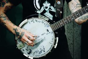 Straßenmusiker. (Foto: Matheus Ferrero; Unsplash.com)