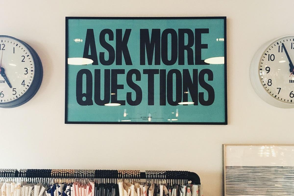 Stellt mehr Fragen. (Foto: Jonathan SimcoeUnsplash.com)