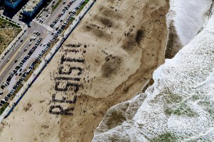 Resist! Proteste gegen Donald Trump am Strand von San Francisco am 11. Februar 2017. (Foto: Tim Gouw; unsplash.com)