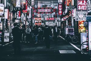 Tokio bei Nacht. (Foto: Andre Benz; Unsplash.com)