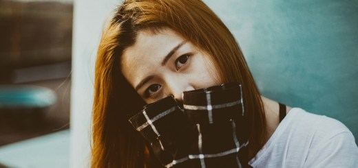 Eine schüchterne Frau. (Foto: Larm Rmah; Unsplash.com)