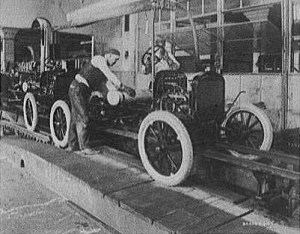 Automobilfertigung bei Ford 1923. (Foto: Wikipedia/Gemeinfrei)