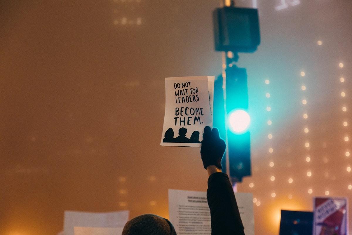 Wartet nicht auf Anführer. Werdet Anführer. (Foto: Rob Walsh, Unsplash.com)