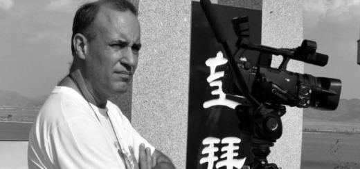 """Alvaro Orus drehte den Film """"Grundeinkommen – Unser Recht auf das Leben"""" (Foto: Pressenza)"""