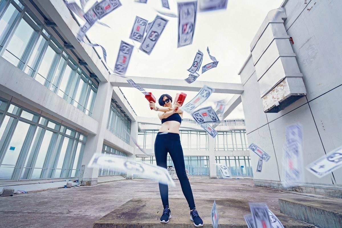 Money Gun Woman. (Foto: Marco Xu, Unsplash.com)