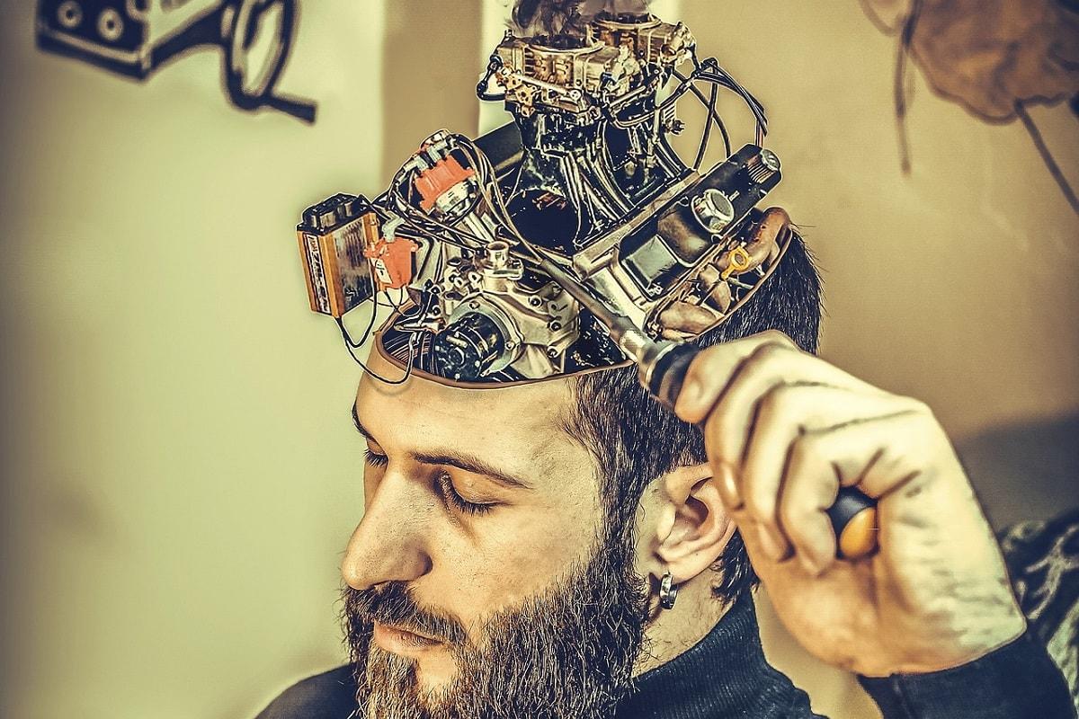 Mechanik im Gehirn. (Illustration: aytuguluturk, Pixabay.com,Creative Commons CC0)