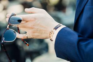 Wertvolle Uhr am Handgelenk. (Foto: Joshua Reddekopp, Unsplash.com)
