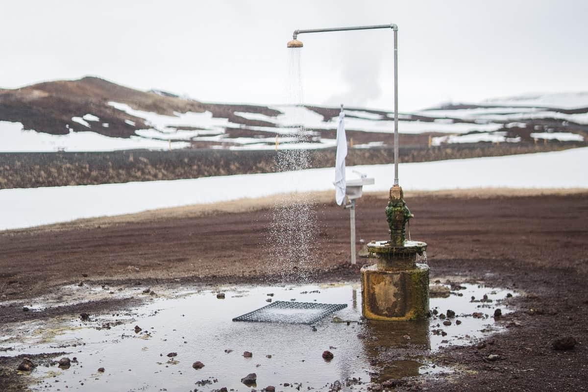 Dusche in der Eiswüste. (Foto: Jorge Fernandez, Unsplash.com)