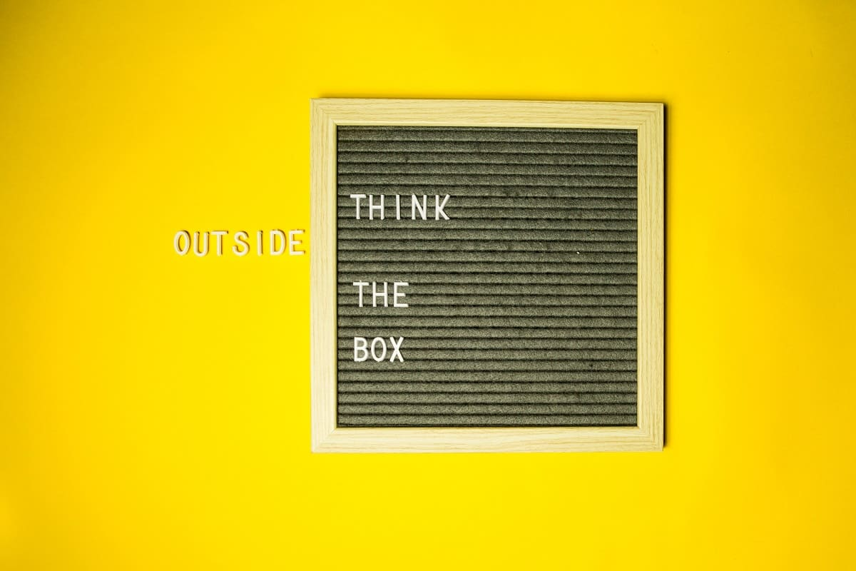Think outside the box. (Foto: Diana Parkhouse, Unsplash.com)
